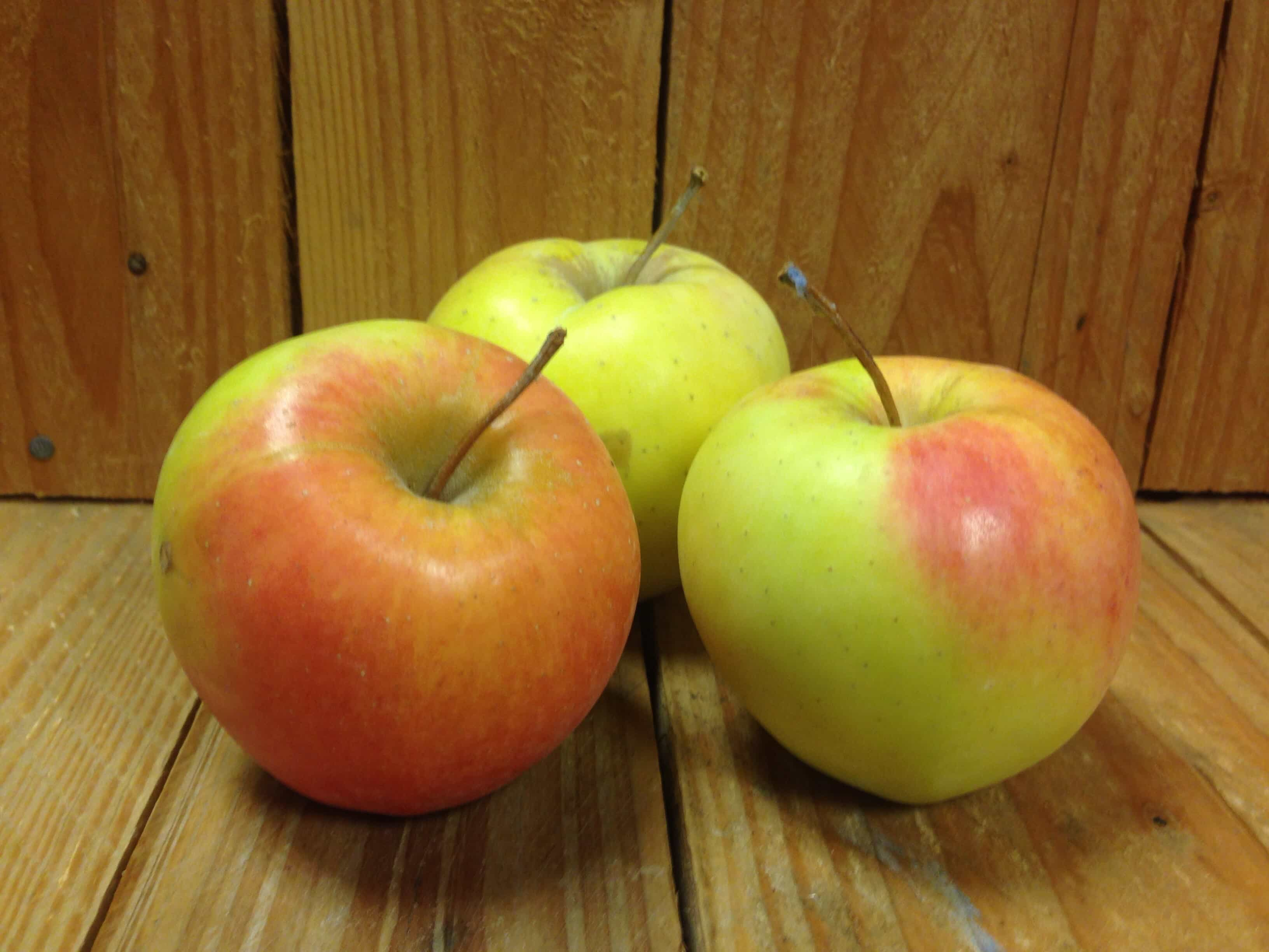 Apples – Golden Delicious LOCAL (2LB Bag)